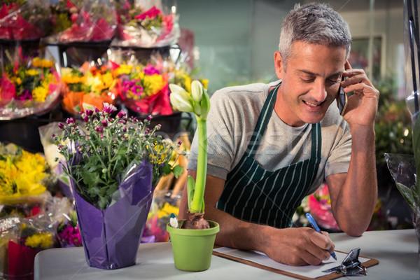 Homme fleuriste ordre téléphone portable Photo stock © wavebreak_media