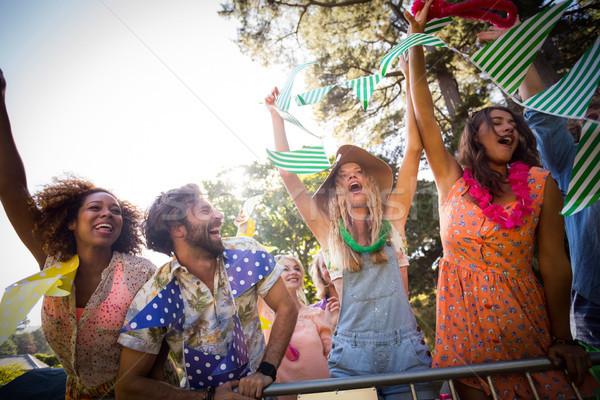 Csoport barátok tánc zenei fesztivál park napos idő Stock fotó © wavebreak_media