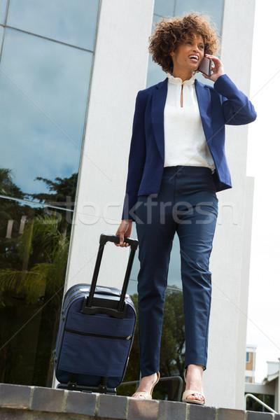 Işkadını bagaj çanta konuşma cep telefonu kadın Stok fotoğraf © wavebreak_media