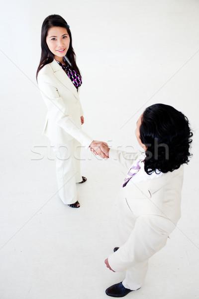 Diverso gente de negocios saludo otro negocios edificio Foto stock © wavebreak_media