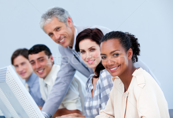 Karizmatikus érett menedzser alkalmazottak munka iroda Stock fotó © wavebreak_media