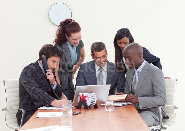 Csoportkép dolgozik üzleti megbeszélés több nemzetiségű számítógép iroda Stock fotó © wavebreak_media