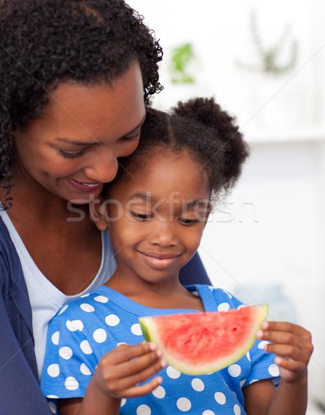 Hermosa niña comer sandía madre hermosa nina Foto stock © wavebreak_media