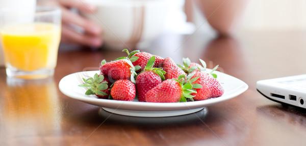 Plaat aardbeien tabel voedsel glas Stockfoto © wavebreak_media