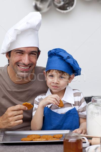Baba oğul yeme bisküvi mutfak ev Stok fotoğraf © wavebreak_media