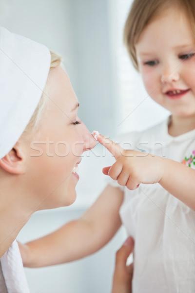 Glücklich Mutter spielen Tochter Bad Frau Stock foto © wavebreak_media