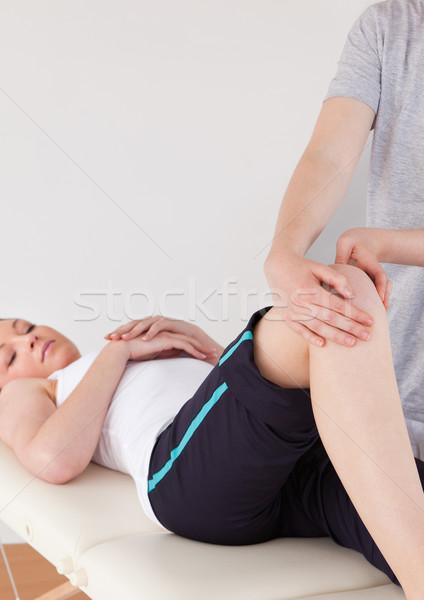 Portret masseuse knie jonge vrouw vrouwen lichaam Stockfoto © wavebreak_media