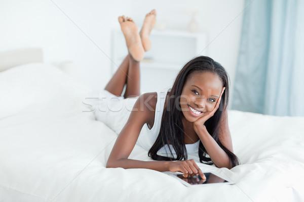 Kadın yatak bakıyor kamera yüz Stok fotoğraf © wavebreak_media