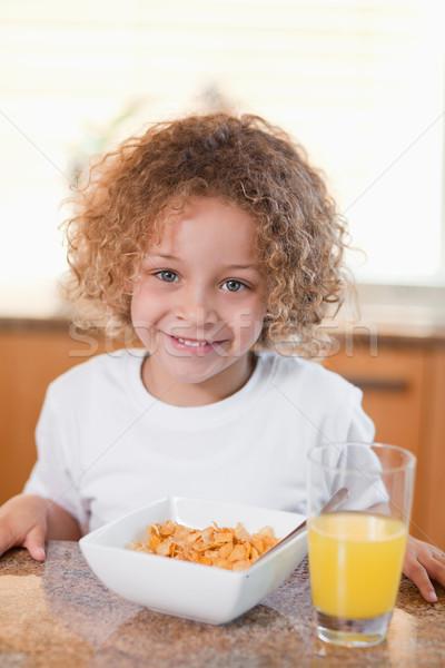 счастливым улыбаясь девушки злаки апельсиновый сок завтрак Сток-фото © wavebreak_media