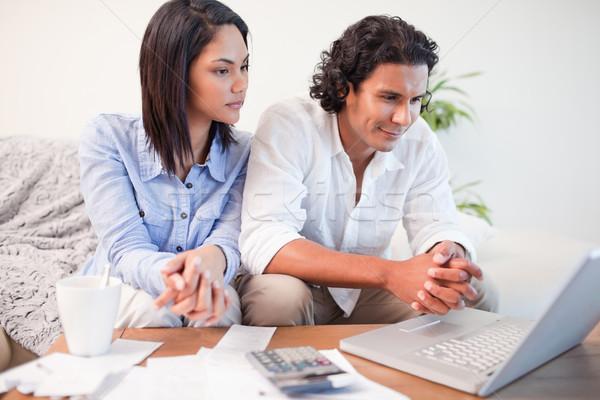 сидят гостиной онлайн банковской деньги Сток-фото © wavebreak_media