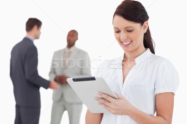 Elarusítónő tabletta kollégák mögött fehér üzlet Stock fotó © wavebreak_media