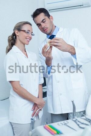 笑みを浮かべて 医師 ルーム 女性 病院 ストックフォト © wavebreak_media