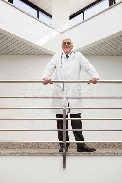 Foto stock: Feliz · médico · rail · hospital · corredor · médicos