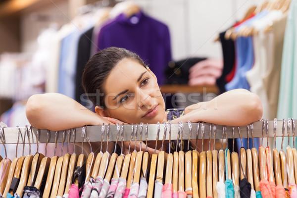 Frau Kleiderständer Boutique schauen nachdenklich Stock foto © wavebreak_media
