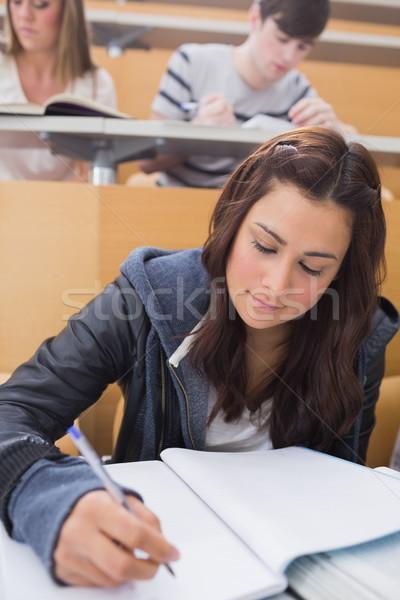 Kadın oturma ders salon yazı kâğıt Stok fotoğraf © wavebreak_media
