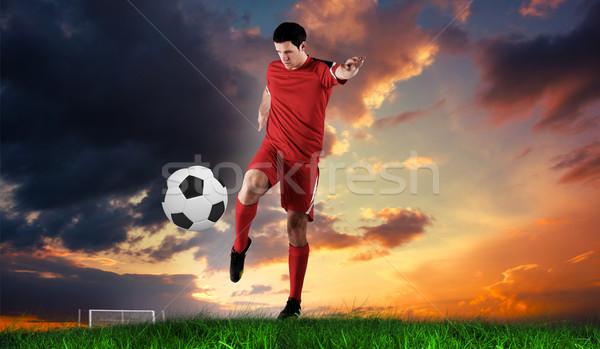 Afbeelding voetballer Rood groen gras Stockfoto © wavebreak_media