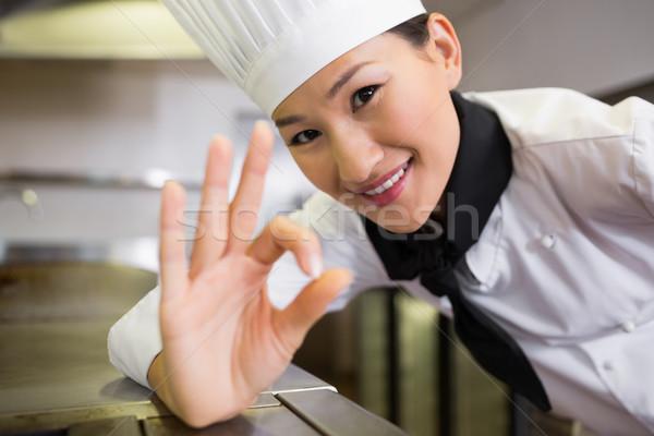 Sorridere femminile cuoco ok segno Foto d'archivio © wavebreak_media