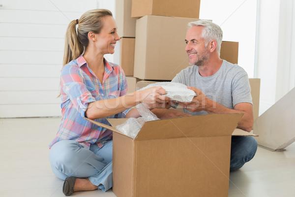 Boldog pár karton költözködő dobozok új otthon nő Stock fotó © wavebreak_media