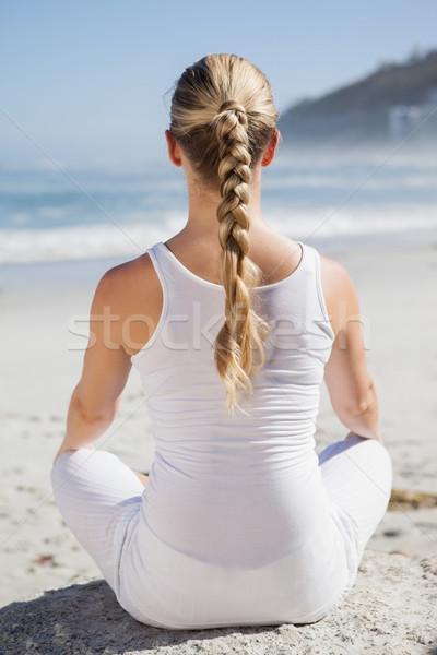 Mulher loira sessão lótus pose praia Foto stock © wavebreak_media
