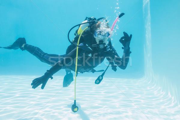 Kadın skuba eğitim yüzme havuzu neden Stok fotoğraf © wavebreak_media