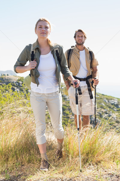 Randonnée couple marche montagne sentier Photo stock © wavebreak_media