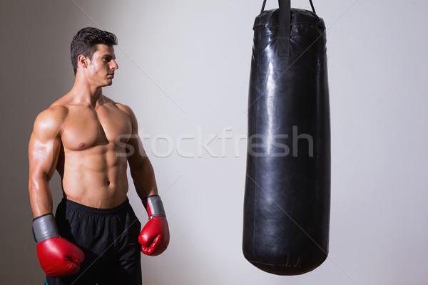 Torse nu musculaire boxeur regarder gris Photo stock © wavebreak_media