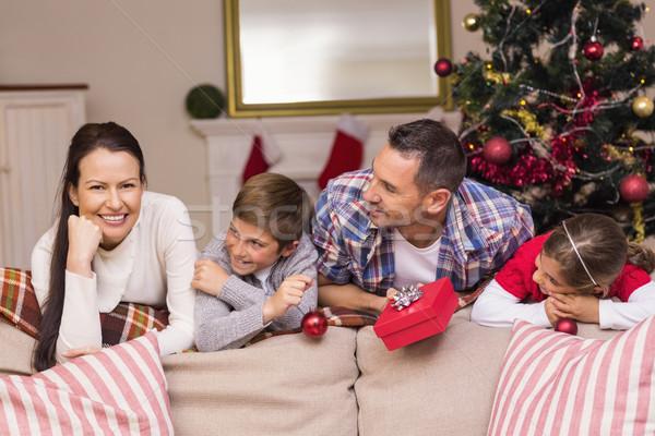Paisible famille canapé maison salon Photo stock © wavebreak_media