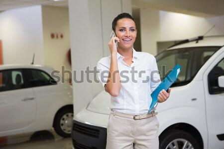 Sorrindo mãos sala de exposição Foto stock © wavebreak_media