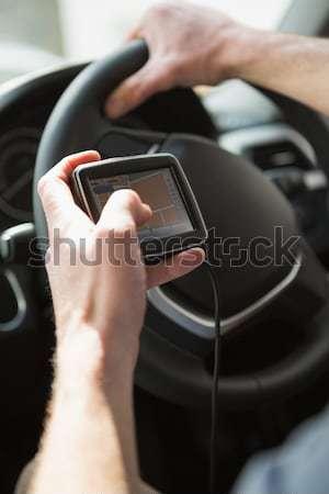 Hombre satélite navegación coche carretera estilo de vida Foto stock © wavebreak_media