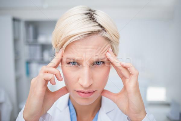 Retrato médico sofrimento dor de cabeça feminino clínica Foto stock © wavebreak_media