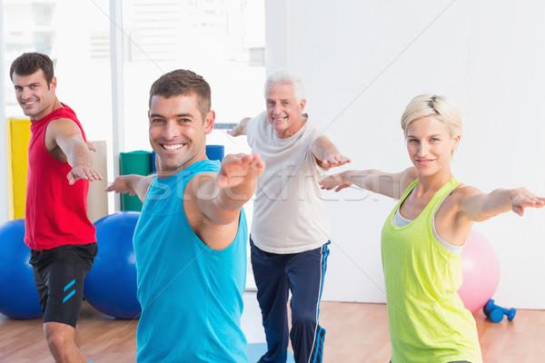 Feliz a la gente guerrero plantean yoga clase retrato Foto stock © wavebreak_media