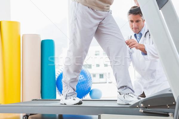 Idős férfi futópad terapeuta guggol fitnessz Stock fotó © wavebreak_media