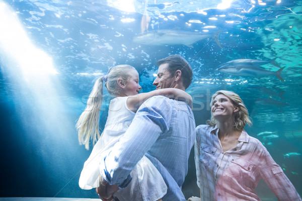 Família feliz peixe tanque aquário homem Foto stock © wavebreak_media