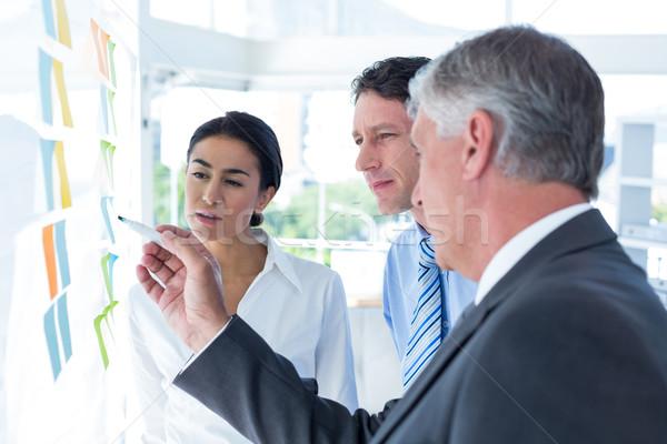 Gente de negocios lluvia de ideas junto oficina mujer papel Foto stock © wavebreak_media