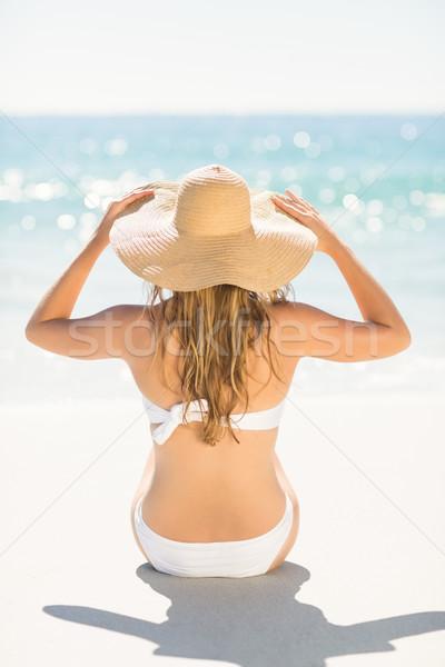 Aşınma görmek sarışın kadın bakıyor deniz plaj Stok fotoğraf © wavebreak_media