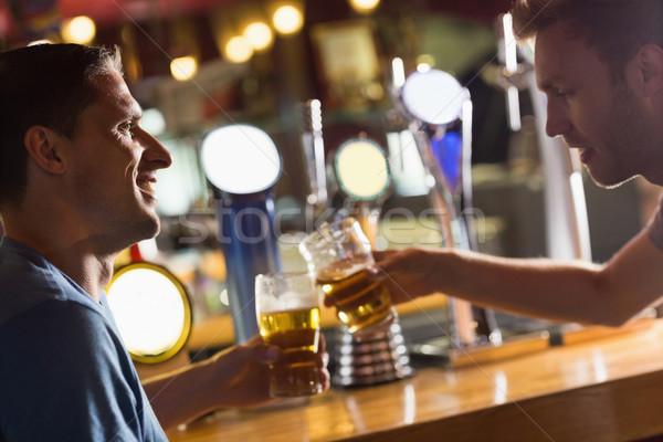 Szczęśliwy znajomych w górę człowiek komunikacji mówić Zdjęcia stock © wavebreak_media