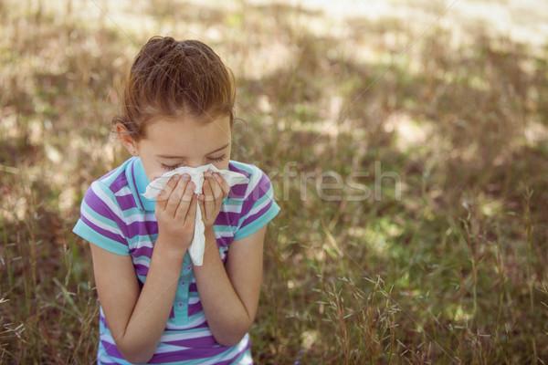 Aranyos kislány orrot fúj park napos idő tavasz Stock fotó © wavebreak_media