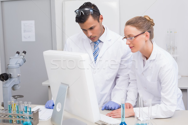 Wetenschappers naar computer laboratorium vrouw muis Stockfoto © wavebreak_media
