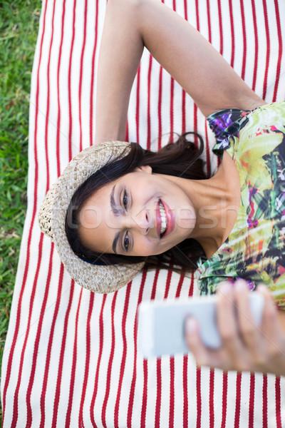 улыбаясь красивой брюнетка счастливым Palm Сток-фото © wavebreak_media