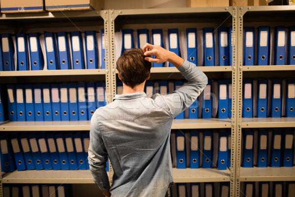 Confundirse empresario búsqueda archivos Foto stock © wavebreak_media