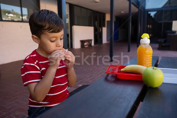 Jongen eten vergadering tabel school Stockfoto © wavebreak_media