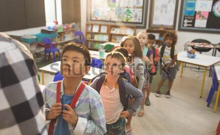 Boldog iskolás gyerekek gyakorol rajz portré nő Stock fotó © wavebreak_media