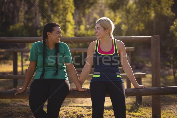 Gelukkig vrienden ontspannen boot Stockfoto © wavebreak_media