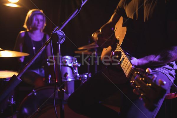 Masculina guitarrista realizar femenino batería Foto stock © wavebreak_media
