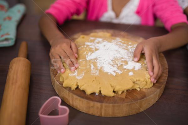 Kız dokunmak mutfak ev aile Stok fotoğraf © wavebreak_media