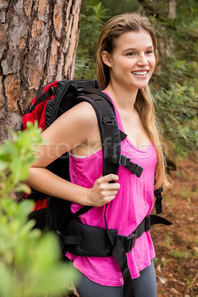 Sonriendo caminante mochila naturaleza mujer Foto stock © wavebreak_media