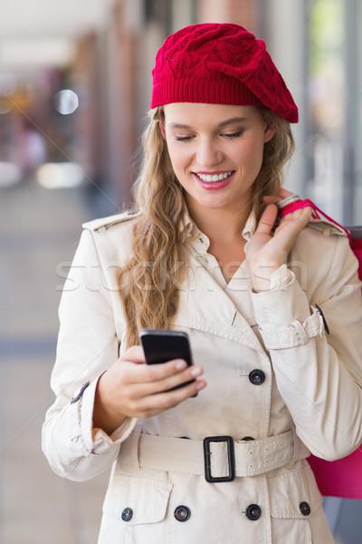 Mutlu gülümseyen kadın telefon alışveriş merkezi kadın moda Stok fotoğraf © wavebreak_media