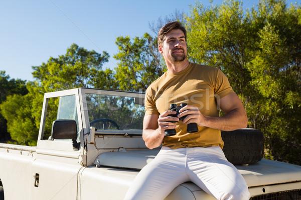 Mann halten aus Straße Fahrzeug Stock foto © wavebreak_media