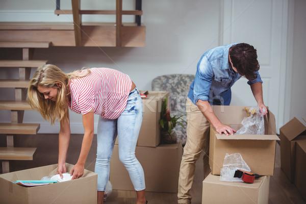 Pár dobozok új ház görbület doboz női Stock fotó © wavebreak_media