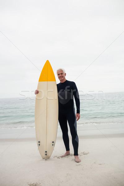 Retrato altos hombre tabla de surf playa Foto stock © wavebreak_media